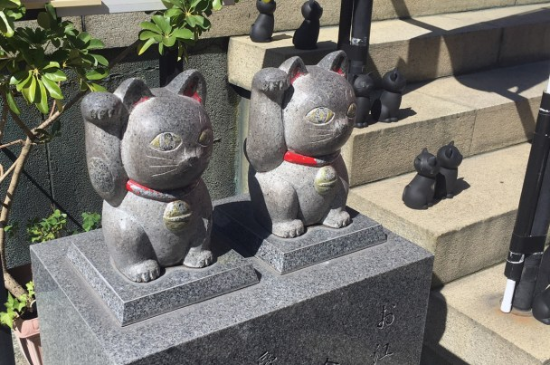 Statue of a cat at Imado Shrine