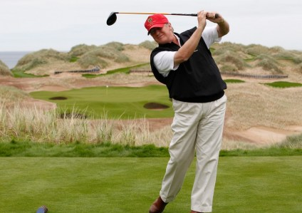 Donald Trump Suka Main GOlf
