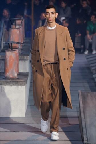 Cappotto da uomo lungo color cammello. Ami collection