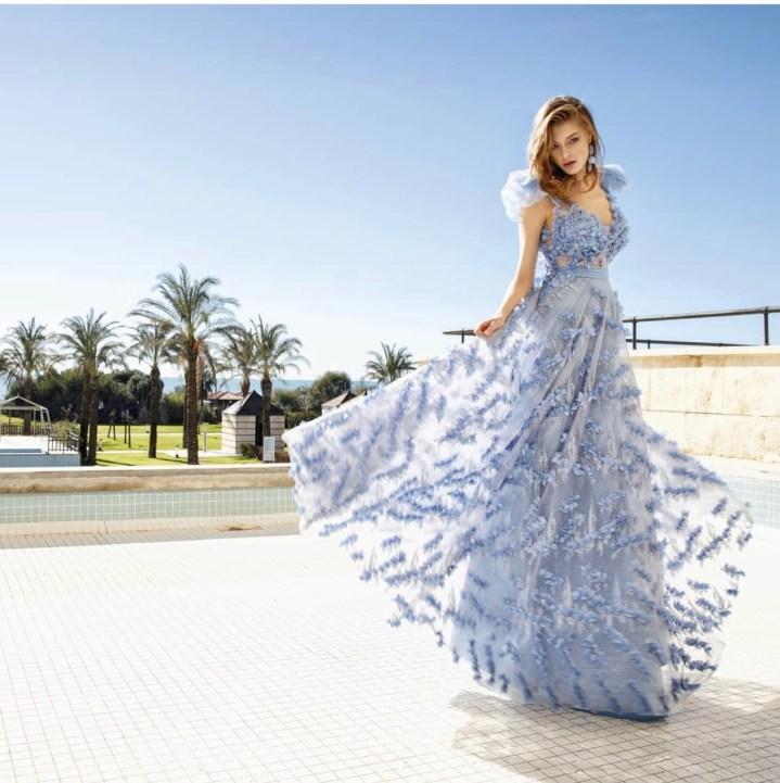 Vestito lungo elegante in tessuto con aplique floreali - gogolfu.it