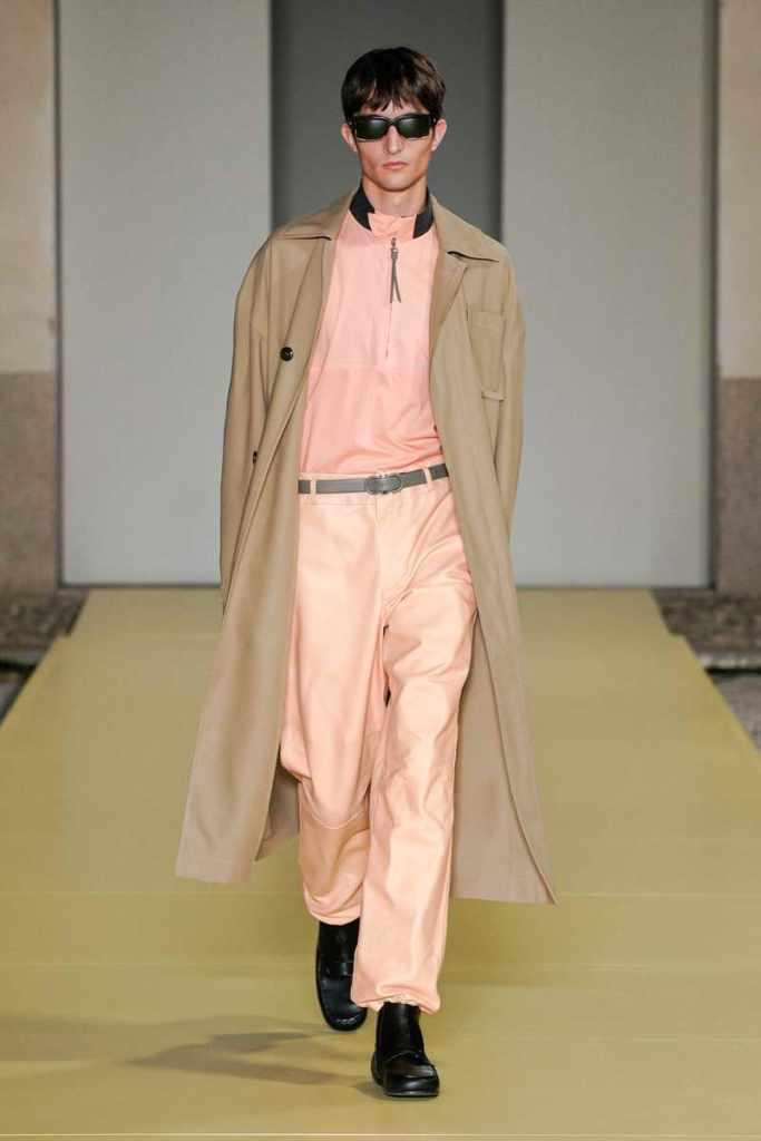 Abbigliamento uomo, rosa in abbinamento al Beige pefetto ed elegante