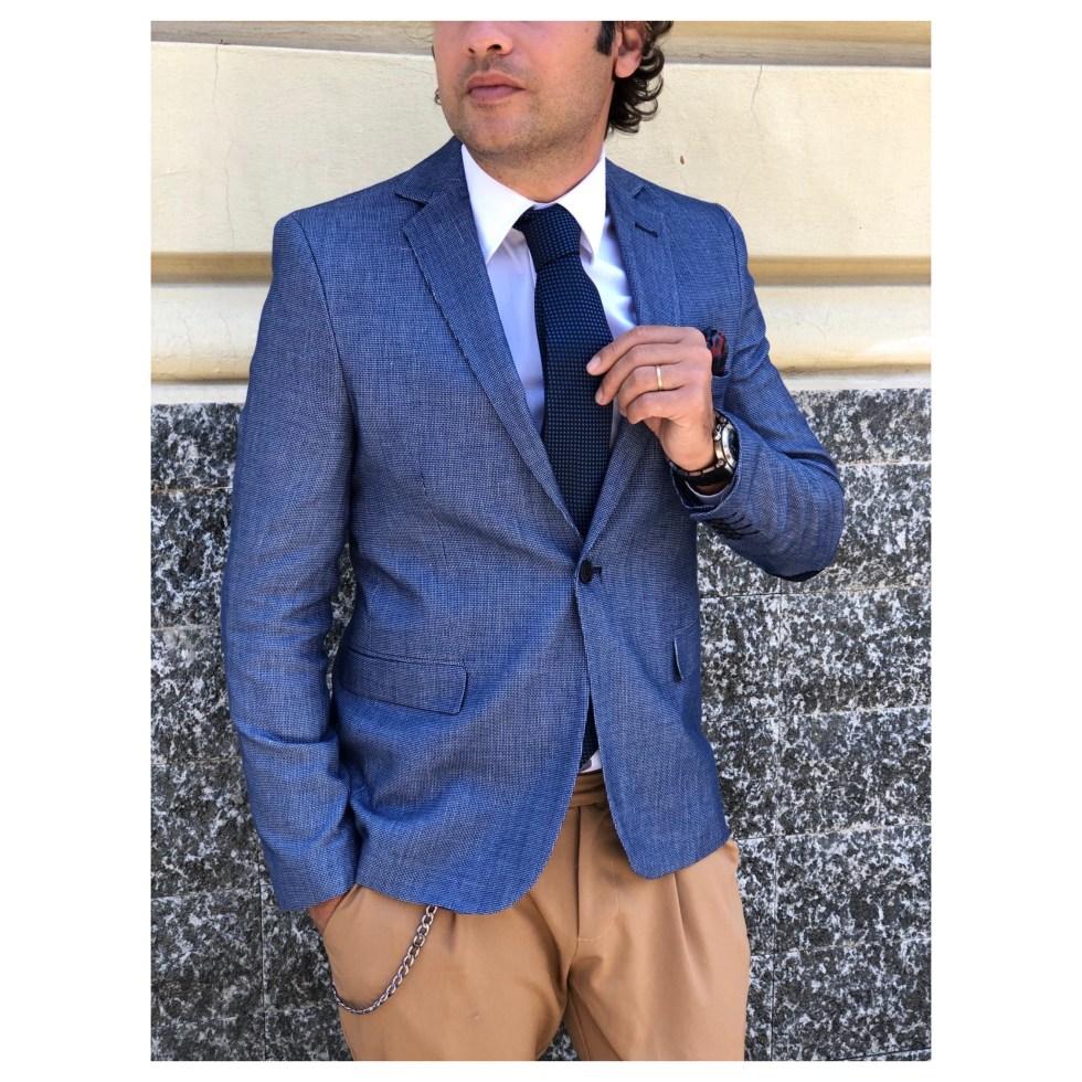 Giacca blu e pantaloni beige sono un alternativa perfetta per le tue occasioni importanti - Gogolfun.it