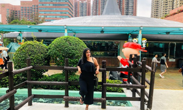 SHIVI GOYAL – Author, content creator, digital influencer, social media expert, writer, public speaker, life coach, solo traveller and a single mother