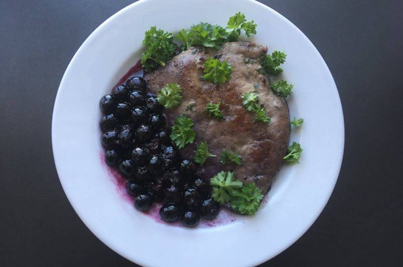 Liver with blueberries