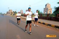 Running past the Ali Barid Tombs