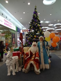 yolka at the mall with ded moroz and snegurochka