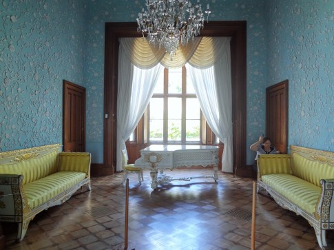 Vorontsov Palace drawing room with porcelain wall and ceiling decorative moldings