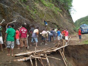 TSHHS Students Help - Goilala Highway (5)