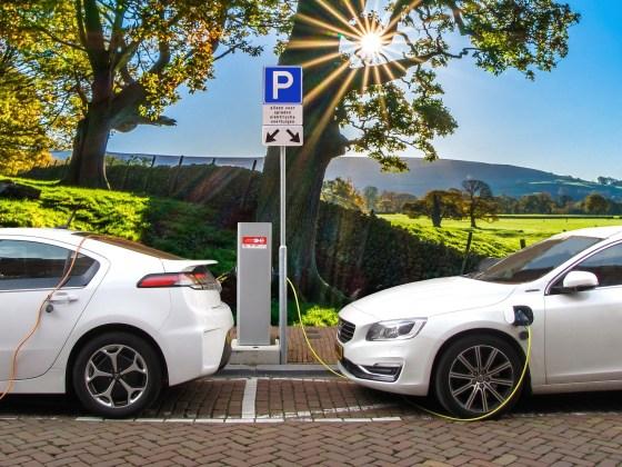 Carros elétricos ou híbridos