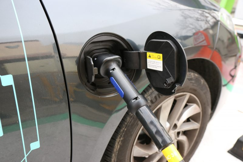 Recarga de veículos elétricos foi regulamentada pela ANEEL