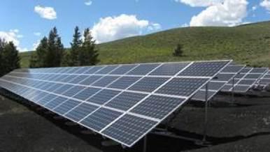 Painéis Solares em campo aberto