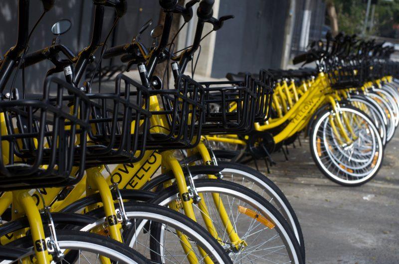 Yellow oferece serviço de bicicletas compartilhadas e melhora a mobilidade da cidade