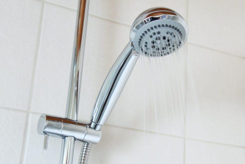 águas cinzas de chuveiros podem ser reaproveitadas