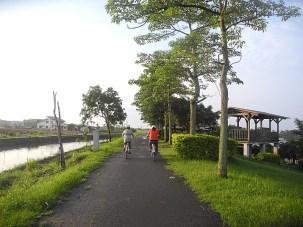Biking on the Dong Shan River Bikeway © 2015 Karen Rubin/news-photos-features.com