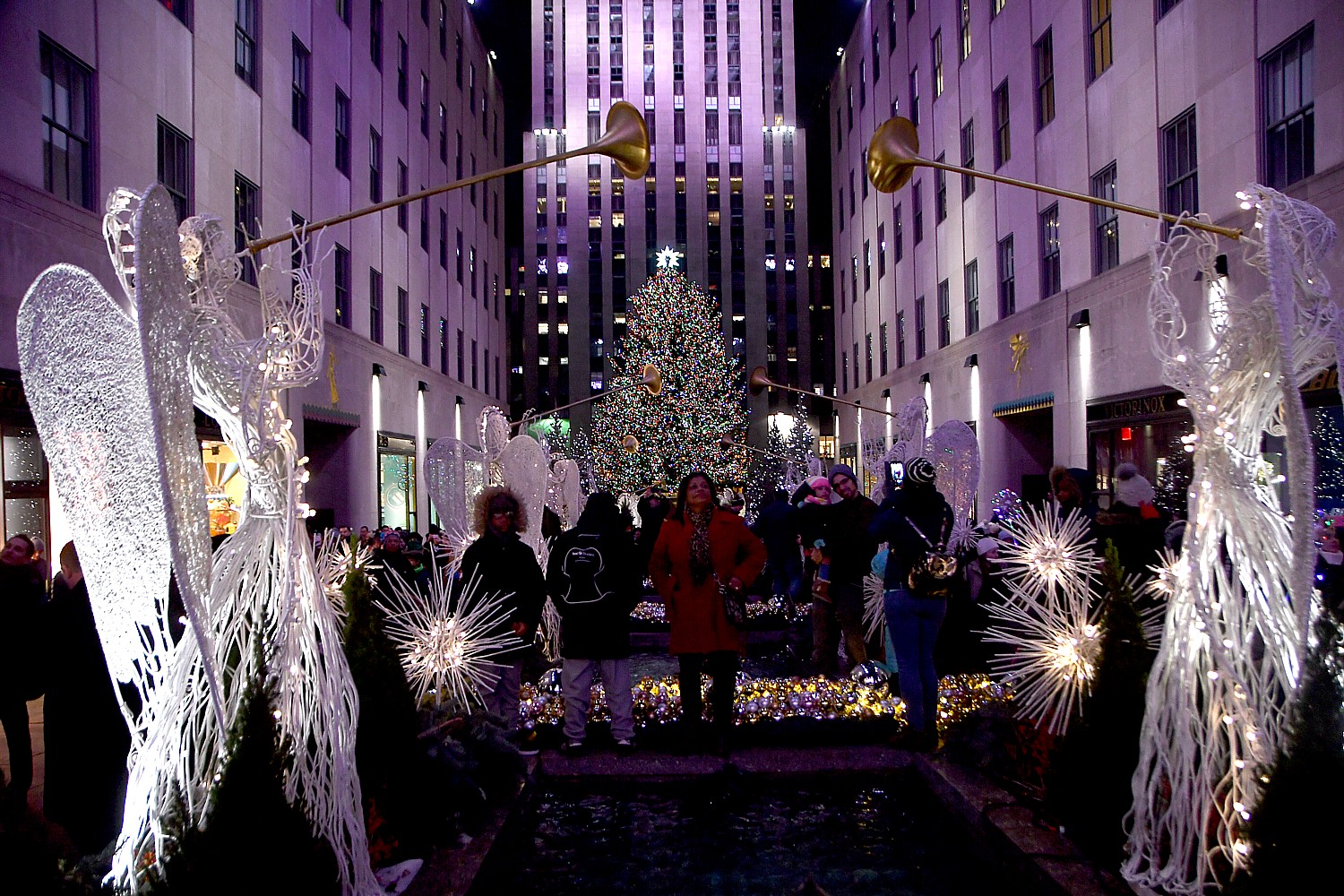 Nighttime Stroll of New York City\'s Holiday Lights – Going Places ...