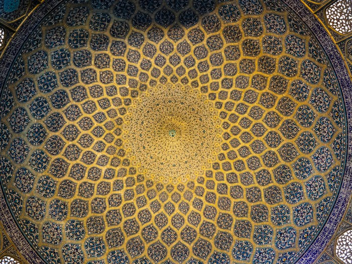 Ceiling in mosque Esfahan