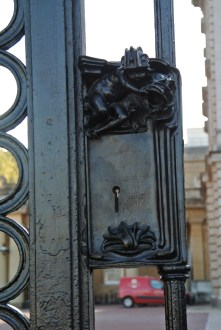 Buckingham Palace Gates - love the key hole illusion