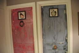 Mele e Pere - Bathroom doors (fantastic colors and paint treatment!)