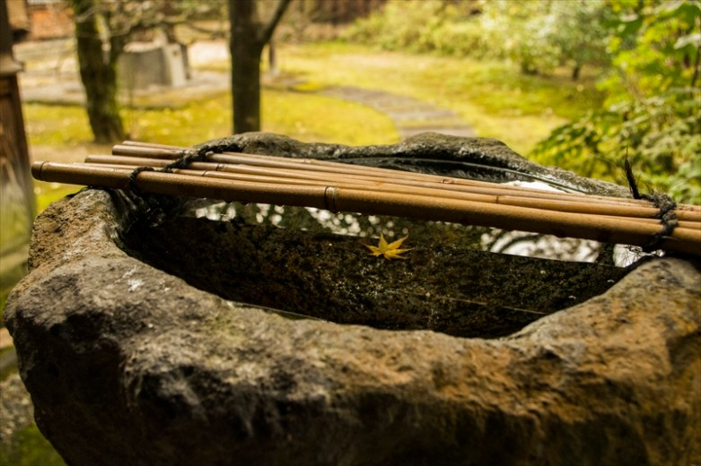 Stone hand-washbasin for tea ceremony