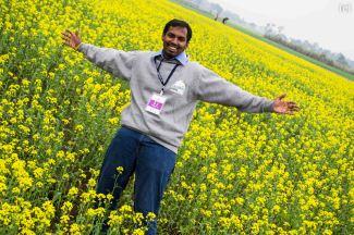 Between the mustard field, PC : Charen
