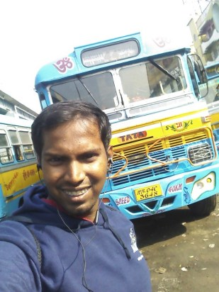 Got no one along, so selfie with the bus :)