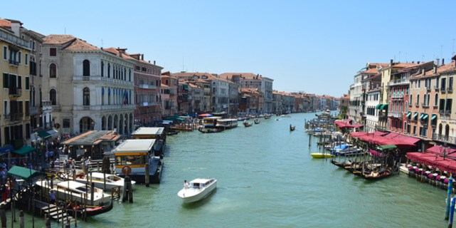 View of the grand canal from ponte Rialto