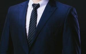 紺のスーツ