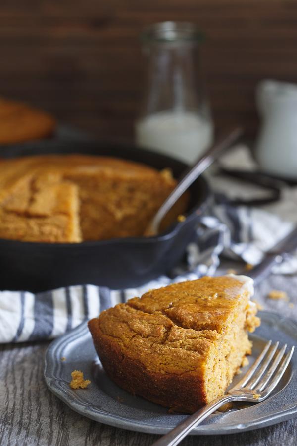 vanilla-pumpkin-skillet-cornbread-3