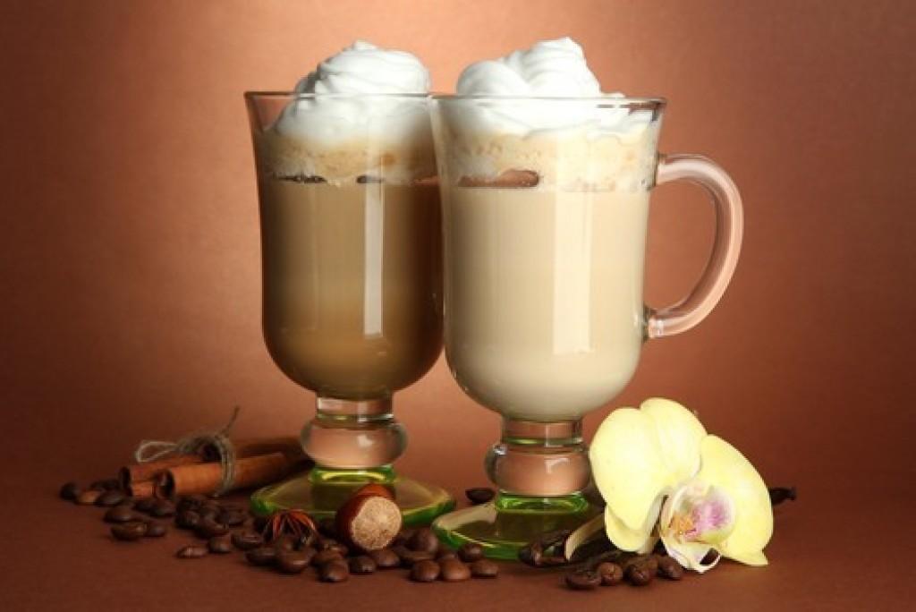 Приготовление кофе. Коктейли с добавлением кофе. Свежесть.