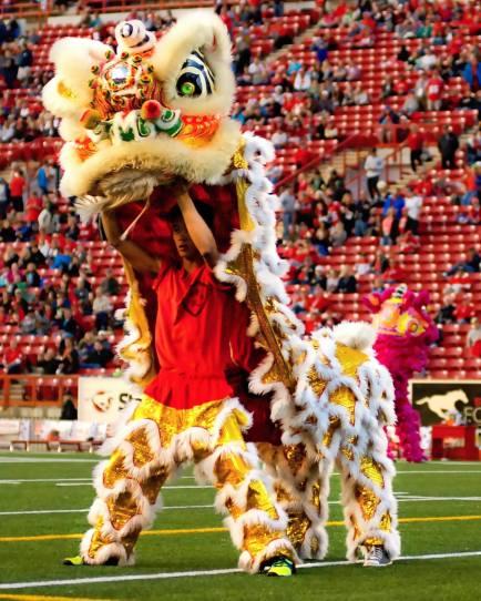 jing wo lion dance calgary 2014 chinese mcmahon stadium