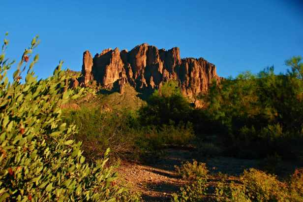 superstition mountains phoenix arizona flat iron peak apache junction