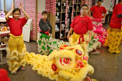 jing wo lion dance calgary 2015 chinese new year save-on-foods