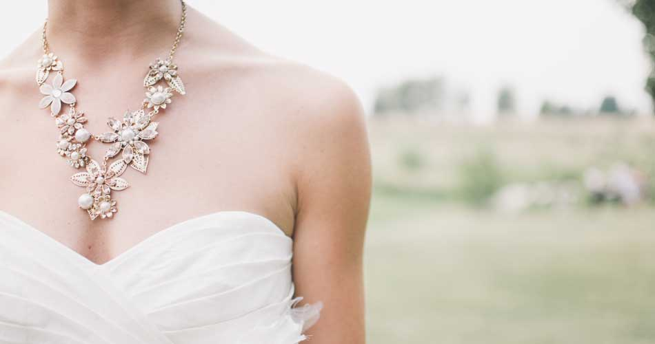 How to Choose the Perfect Wedding Jewelry