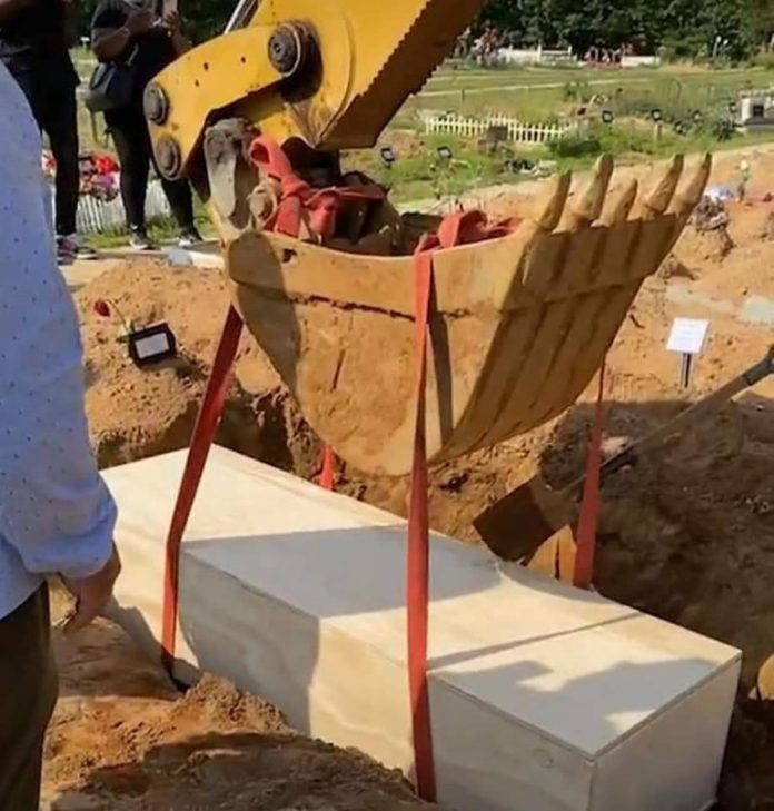Nigerian Singer, Sound Sultan Buried Amid Tears In United States