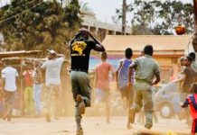 BREAKING: Area Boys Engage Security Operatives In Gun Duel at Apapa Lagos state