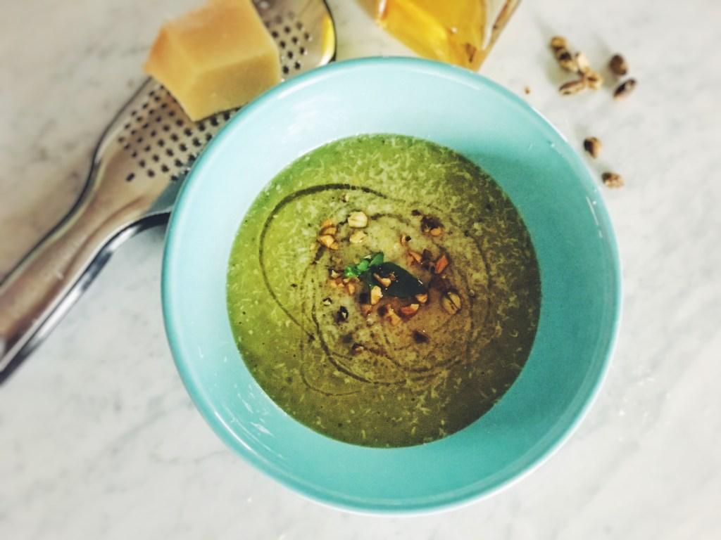 zucchini, sopa, soup, creme, cream, avocado, greek yogurt, onion, garlic, jalapeno, thyme, sopita, calabazas, calabaza, summer, easy, recipe, parmesan, pistachios, pine nuts, olive oil, extra virgin olive oil