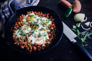 sweet potato, eggs, breakfast, paleo, low carb, lchf, healthy, cast iron skillet, jalapeno, hash, recipe, whole30, vegetarian