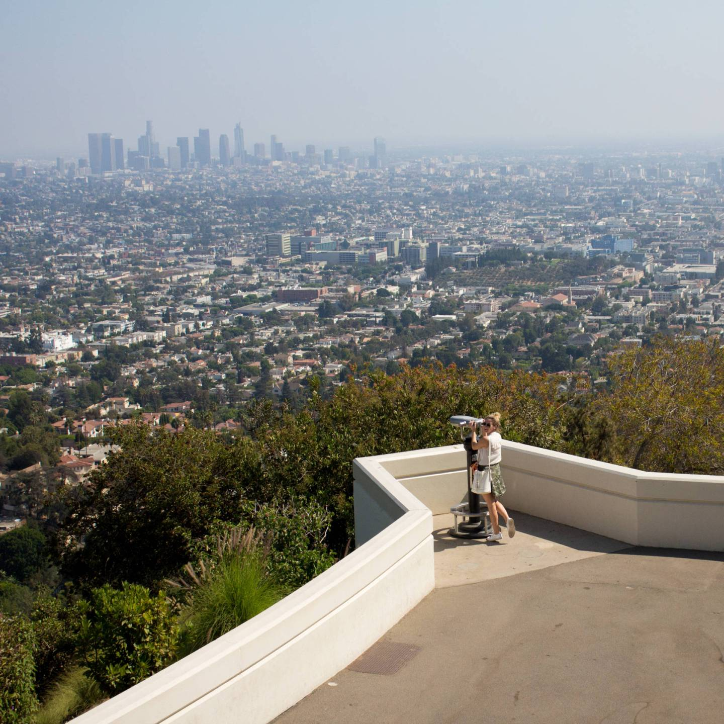 griffith observatory lookout view of LA
