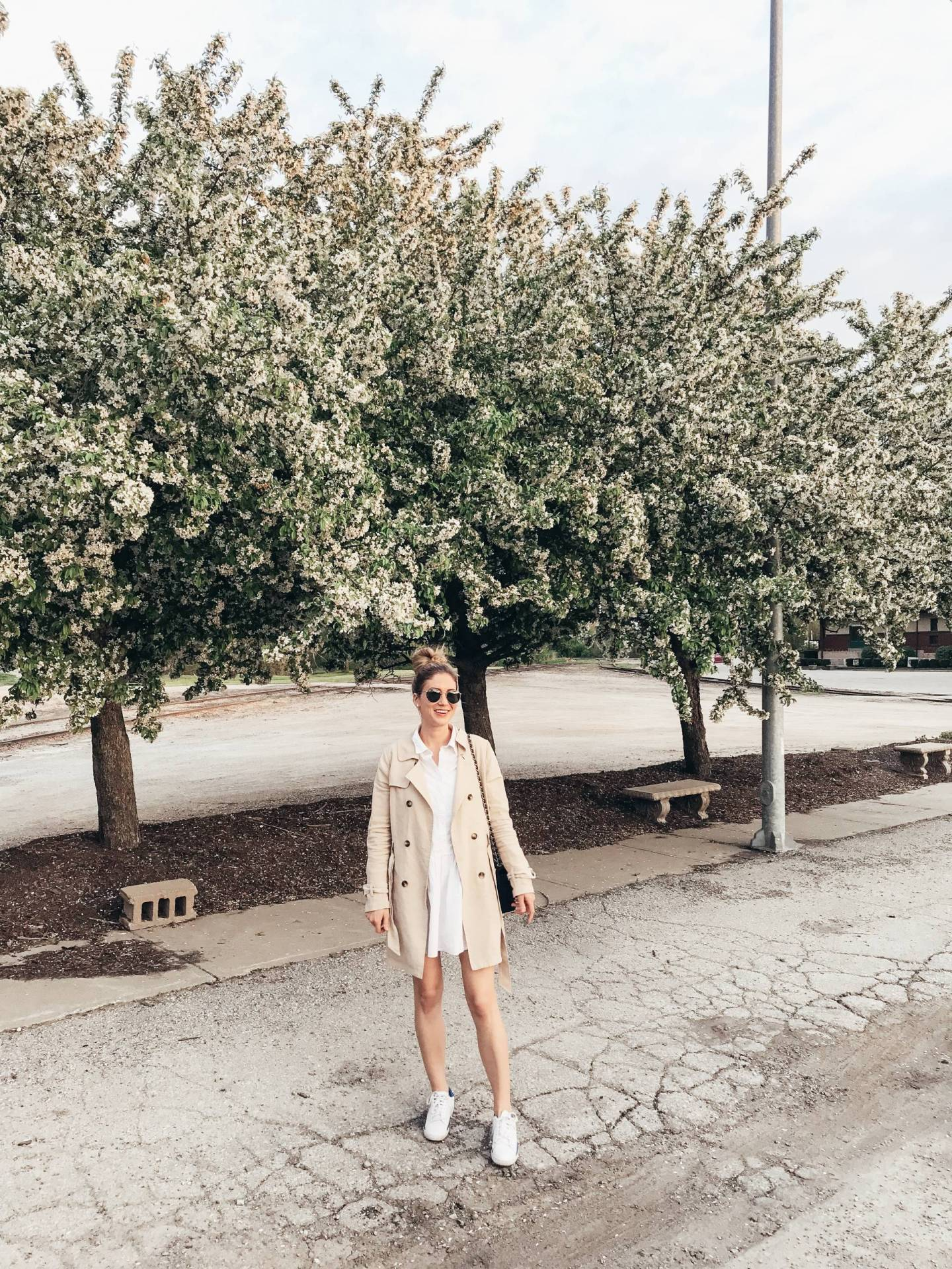At this point Summer is dragging, but we still have weeks of warm weather left before Fall arrives. Click through for some end-of-Summer outfit inspiration!