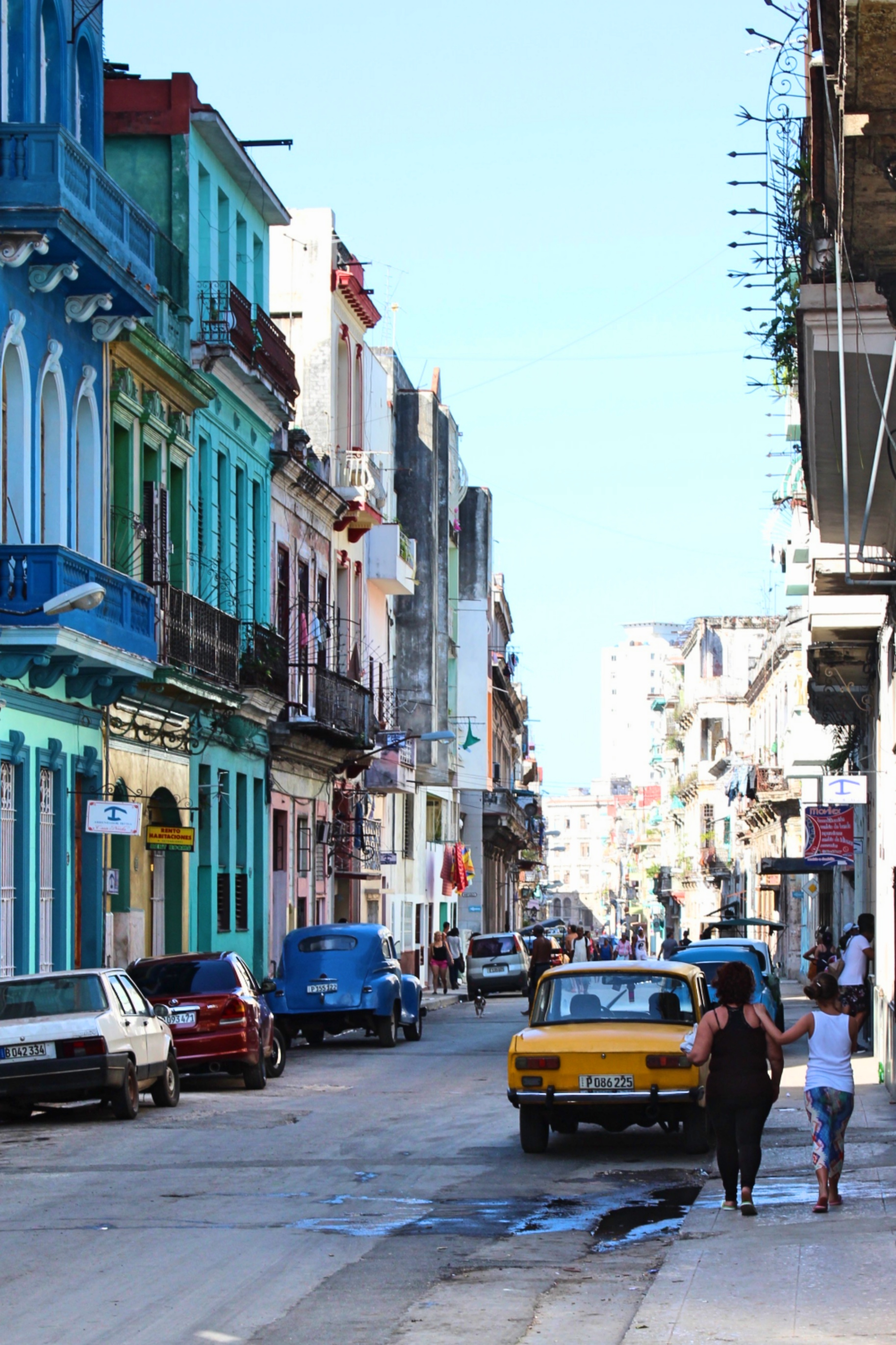 Lots of Blues and Yellows around the city. Cuban colours.