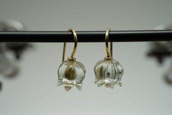 Ohrhänger mit Prasiolith-Maiglöckchen in 585er GG u. Süßwasserperle 275 €
