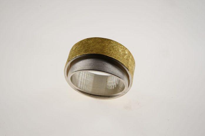 Ring gekippt in 925er Silber u. Feingold 325 €