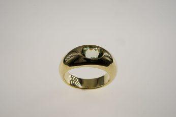 Ring in 585er GG, 14,4 gr. mit hellgrünem Turmalin, 1,37 ct. 1.590 €