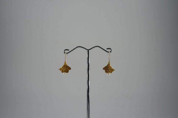Ginkoblatt-Ohrhänger in 925er Silber mit Feingold mit Süßwasserperlen 230 €