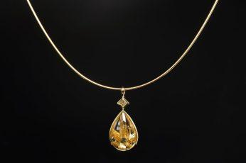 Anhänger in 585er Gelb-Gold mit Prinzess-Diamant und Rutilquarz