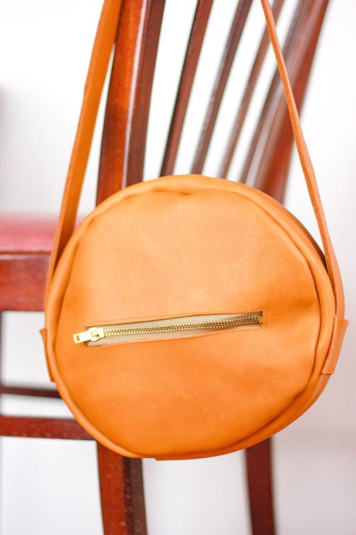 DIY runde Umhängetasche aus Leder nähen
