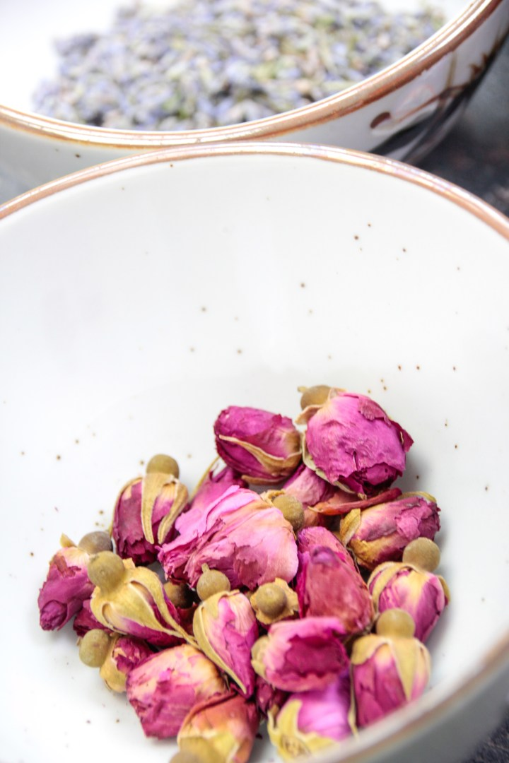 Rosen-Blüten zur Herstellung selbstgemachter Seife