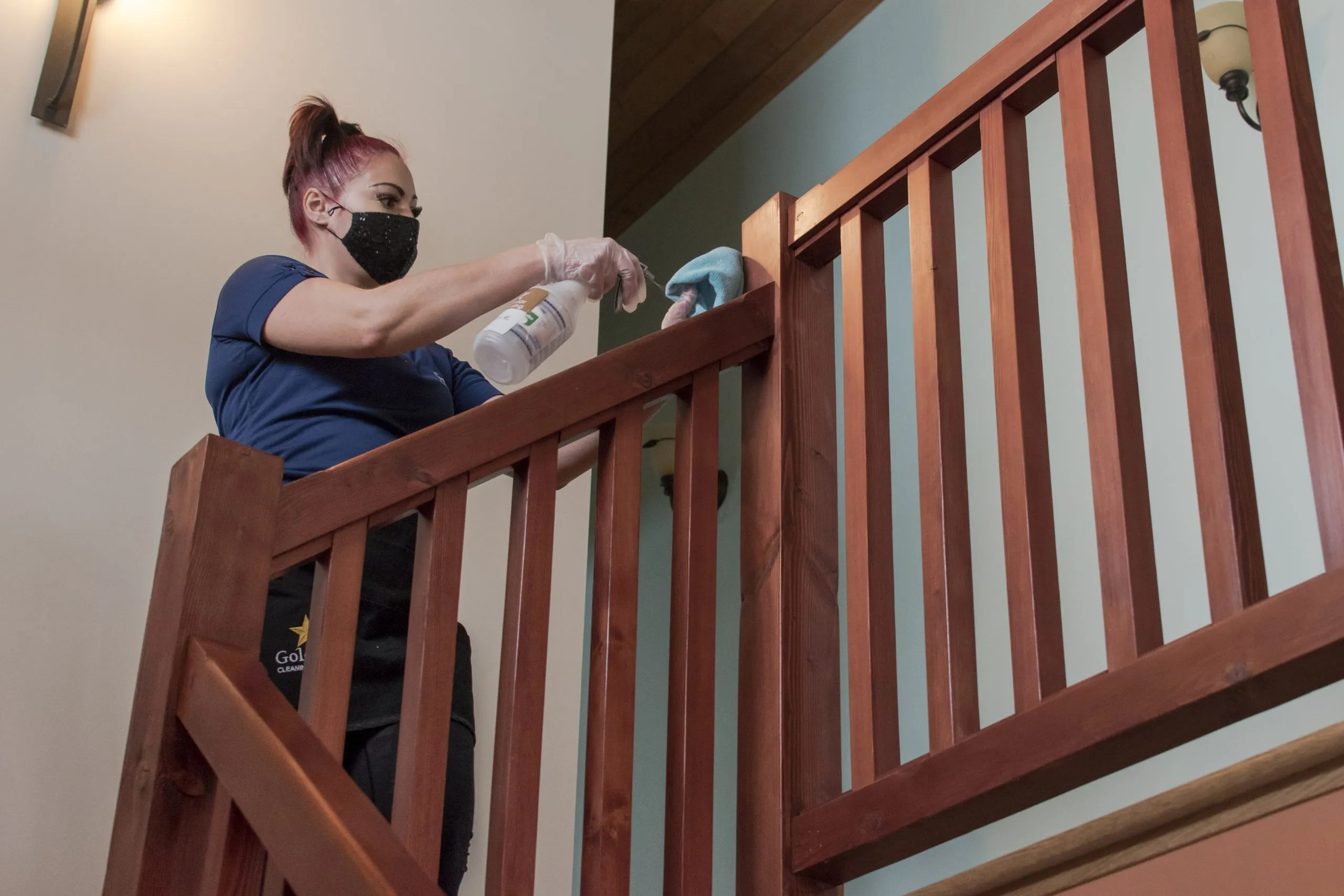 emplyee-cleaning-bannister
