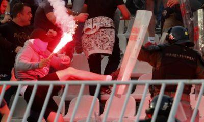 Aficionados de Estrella Roja en problemas con la policía en el partido de septiembre ante Partizán