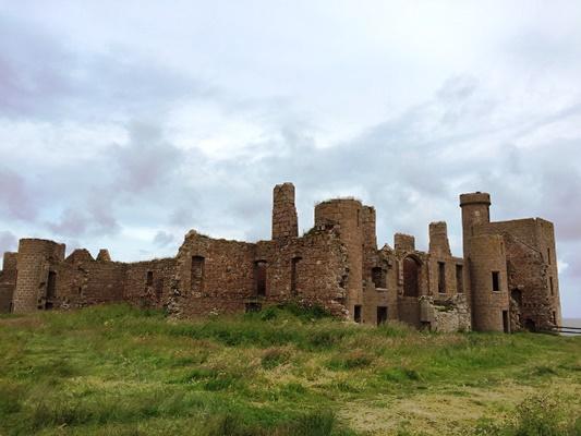 モデル ドラキュラ ドラキュラ伯爵はルーマニアの実在する城をモデルにしていた